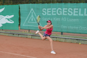 Vanessa Zemp (*97 / SUI) - two-handed backhand - follow through of astroke without body energy dominating the racket (= no TENNIS 3.0 CODE in action) - ITF Juniors Luzern - 2014