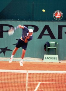 Andy Roddick (*82 / USA) - 1st service in a match - follow through 1 = targeted pronation - 2000 Junior French Open - Paris / France