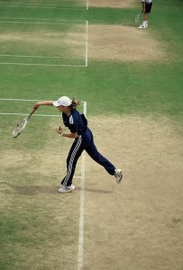 Martin Hingis (*80 / SUI) - 1st service in the practice - follow through - 2000 Wimbledon - London / UK