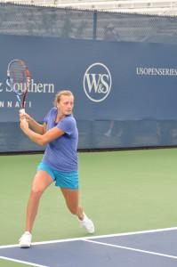 Petra Kvitova (*90 / CZE) - Two-handed backhand return - 1 of 1 - ready position - 2011 Cincinnati Masters, OH / USA