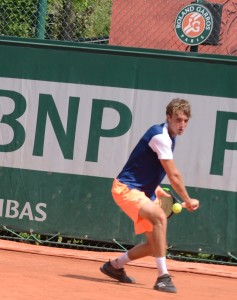 Stefanos Tsitsipas (*98 / GRE) - 1-handed backhand 3.0 - 1 of 4 - backswing - 2017 French Open Qualification - Paris